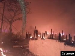 ရိုဟင္ဂ်ာ ဒုကၡသည္စခန္းတြင္း မီးေလာင္ေနတဲ့ ျမင္ကြင္း (ဓာတ္ပံု - U Aye Lwin - ဇန္နဝါရီ ၁၄၊ ၂၀၂၁)