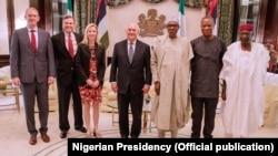 Državni sekretar Reks Tilerson sa predsednikom Buharijem u Abudži.