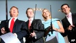 La procuradora de Nueva York, Barbara Underwood, ha pedido disolver la Fundación Trump y exige $ 2.8 millones en restitución, afirmando que se estaba usando ilegalmente a la organización benéfica para pagar gastos personales.