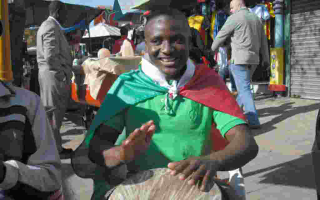 En Sudáfrica las caras son suficiente para entender la fiesta que el futbol ha traído consigo.