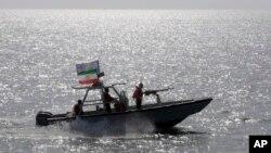 قایق های تندرو سپاه در خلیج فارس - آرشیو