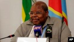 Mpatanishi wa mazungumzo ya amani huko Burundi, Rais wa zamani wa Tanzania, Benjamin Mkapa