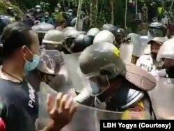 Aksi kekerasan yang melibatkan aparat keamanan dan warga. (Foto: Courtesy/LBH Yogya)