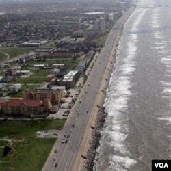 Tumpahan minyak masih mengotori garis pantai di negara bagian Texas, AS.