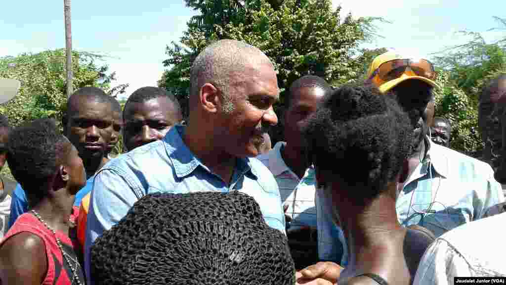 Primer ministro de Haitó Jack Guy, visita habitantes del lugar tras paso de Huracán Irma.
