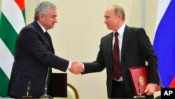 Владимир Путин иРауль Хаджимба