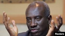 ARSIP - Hassan Bubacar Jallow, Penuntut Utama PBB untuk Pengadilan Kriminal Internasional untuk Rwanda (ICTR), berbicara kepada media selama konferensi pers (28/9/2006). Nairobi, Kenya. (foto: REUTERS/Antony Njuguna)