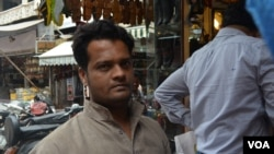 Shop assistant Rashid Ali says Narendra Modi should not head India's government, in Chandni Chowk market, New Delhi, March 31, 2014 . (Anjana Pasricha/VOA)