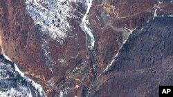 Hình chụp từ vệ tình cho thấy địa điểm thử nghiệm hạt nhân hồi năm 2006 và năm 2009, gần Punggye-ri của Bắc Triều Tiên