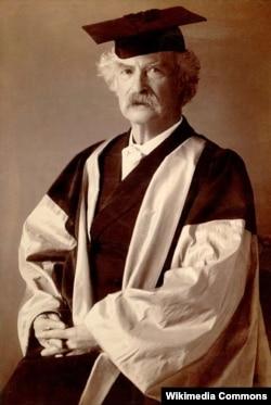 옥스퍼드대학에서 명예박사 학위를 받은 마크 트웨인.