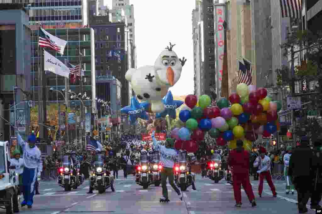 نیو یارک میں تھینکس گوونگ پر پریڈ منعقد کی گئی