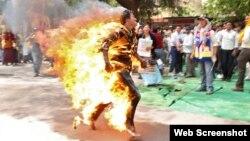 Một trong các vụ tự thiêu của người Tây Tạng để phản đối Trung Quốc
