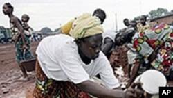 De nombreux défis attendent le futur président ivorien, notamment l'accès des Ivoiriens aux services essentiels