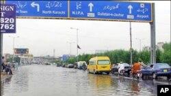 کراچی میں طوفانی بارش ،نظام زندگی متاثر، 6 افراد جاں بحق