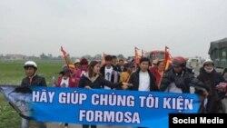 Linh mục Nguyễn Đình Thục và đoàn biểu tình