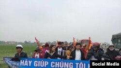 Đoàn người nộp đơn khiếu kiện Formosa ở Nghệ An, ngày 14/2 (Facebook: Tin mừng cho người nghèo)
