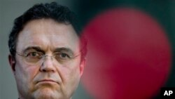 İçişleri Bakanı Hans-Peter Friedrich Almanya'daki Selefilerin gittikçe radikalleştiğini söylüyor