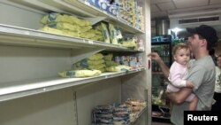 El desabastecimiento de alimentos es uno de los más graves problemas de Venezuela. La importación de alimentos cada vez es más retrasada por la falta de pagos.