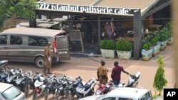 Security forces are posted outside a cafe and a restaurant that was attacked by suspected Islamic extremists in Ouagadougou, Burkina Faso, Aug. 14 , 2017.