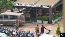 Les forces de sécurité sont postés à l'extérieur des lieux de l'attentat terroriste à Ouagadougou, Burkina Faso,le 14 août 2017.