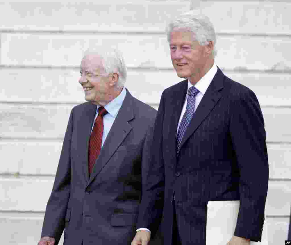 Former presidents Jimmy Carter and Bill Clinton arrive at the Let Freedom Ring ceremony at the Lincoln Memorial in Washington, Aug. 28, 2013.