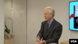 美国加州大学尔湾分校商学院教授彼得·纳瓦罗在新美国安全中心讨论他的新书《卧虎:中国军事化对于世界意味着什么》 (资料照)