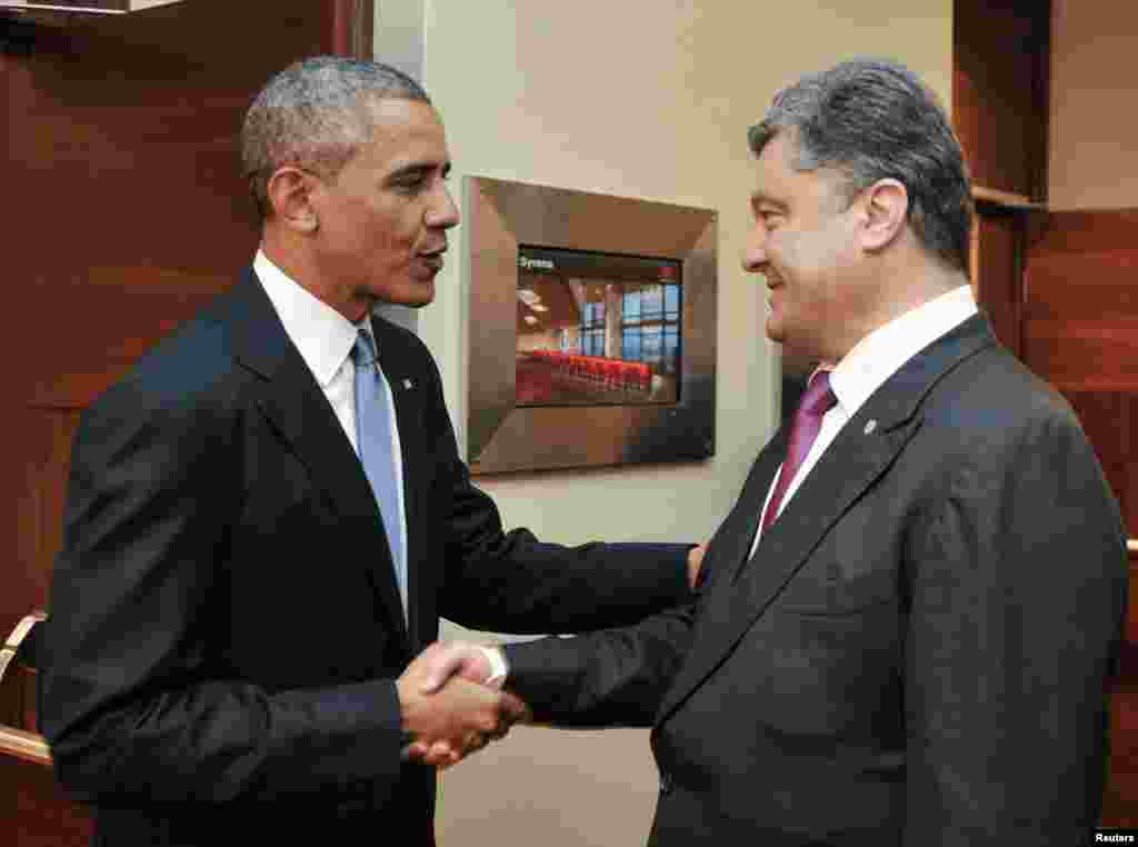 U.S. President Barack Obama shakes hands with Ukraine's President-elect Petro Poroshenko during their meeting in Warsaw, June 4, 2014.
