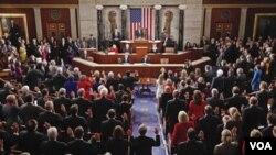 Los republicanos ocupan 242 escaños y los demócratas están en minoría con 193.