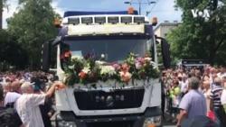 Kamion sa posmrtnim ostacima srebreničkog genocida zaustavio se kod Predsjedništva BiH