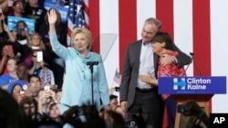 Klinton i Kejn na mitingu