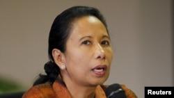 Menteri BUMN Rini Soemarno dalam sebuah konferensi pers di Jakarta (4/9). (Reuters/Nyimas Laula)