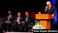 Bivši potpredsednik Džo Bajden na komemoraciji Džonu Mekejnu u Arizoni