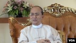 登盛总统在接受美国之音缅甸语组主任的采访