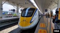 马来西亚铁路部门的火车车厢大多已是中国制造。(美国之音朱诺拍摄,2016年3月15日)