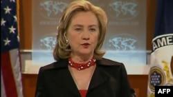 Ngoại trưởng nói Hoa Kỳ đã nói rõ muốn có một ngưng bắn và muốn các lực lượng của ông Gadhafi rút khỏi các vị trí mà họ đã tiến vào bằng vũ lực