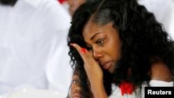 Мешия Джонсон во время похорон ее супруга, погибшего в Нигере. Город Голливуд, штат Флорида. 21 октября 2017 г.