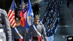 애틀란타에서 펼쳐진 재향군인의 날 기념 페레이드 장면