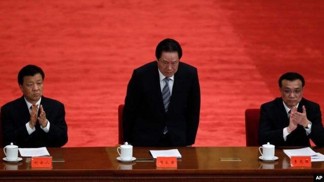 2012年5月周永康(中)、李克强和刘云山(左)在庆祝中国共青团成立90周年大会上被一一介绍。李克强和刘云山没有名列四中全会文件起草组主要人员
