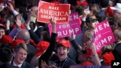 지난 2016년 11월 미국 대통령 선거에서 도널드 트럼프 당시 공화당 후보의 당선이 확정된 후 뉴욕 선거캠프에 모인 지지자들이 환호하고 있다.