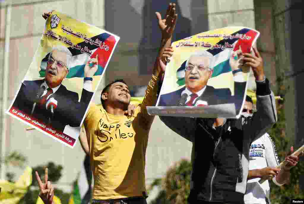 Palestinians hold posters of President Mahmoud Abbas during a rally in support of Mr. Abbas's efforts to secure a diplomatic upgrade at the United Nations, Gaza City, November 29, 2012.