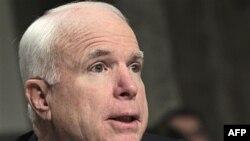Đảng viên Cộng hòa hàng đầu John McCain nói Tổng thống Obama đã biện bạch rất vững vàng cho việc Hoa Kỳ can dự tại Libya