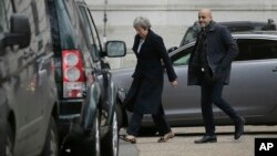 La primera ministra británica, Theresa May, llegando al 10 Downing Street en Londres, el lunes 10 de diciembre del 2018