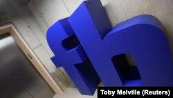 Diarios de EEUU y Gran Bretaña denunciaron que una consultora recolectó datos de más de 50 millones de usuarios de Facebook para apoyar la campaña presidencial de Donald Trump.
