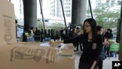 """超過13萬香港市民參與港大民意研究計劃舉辦的""""323民間全民投票計劃"""",針對特首選舉發表意見"""