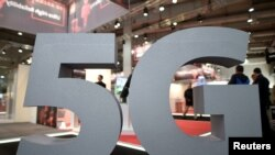Un logo de la prochaine norme mobile 5G à la Foire de Hanovre en Allemagne, le 31 mars 2019.