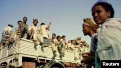 FILE - Eritrean soldiers celebrate the country's anniversary of independence from Ethiopia May 23, 2000. Eritrean and Ethiopian troops clashed June 12, with each accusing the other of starting the hostilities.