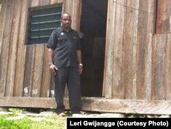 Leri Gwijangge menemukan rumah-rumah warga rusak pintunya dan ditinggal penghuninya di Mapenduma, Kabupaten Nduga, Provinsi Papua, Desember 2018. (Courtesy Photo: Leri Gwijangge)