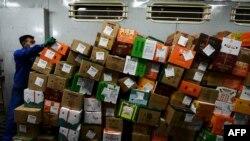 Perdagangan online China yang gencar dengan harga murah dan gratis biaya pengiriman merupakan ancaman bagi UMKM di Tanah Air. (Foto: Ilustrasi/AFP)