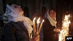 Các tín đồ cử hành lễ tại Nhà Thờ Mộ Thiêng ở Jerusalem, 24/4/2011