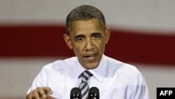 Tổng thống Hoa Kỳ Barack Obama nói chuyện với các công nhân tại một cơ xưởng sản xuất của công ty Alcoa ở Iowa